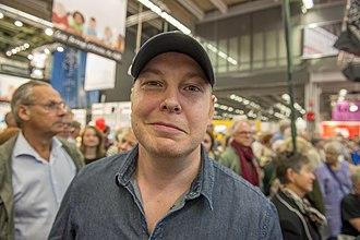 330px-Fredrik_Backman,_Bokmässan_2013_1.jpg