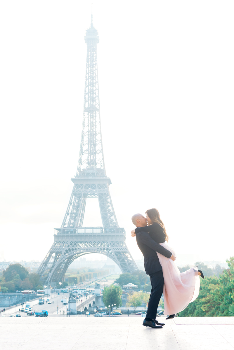 Photographer-in-Paris-Eiffel-Tower-Couple-kiss-Tim-Moore.jpg