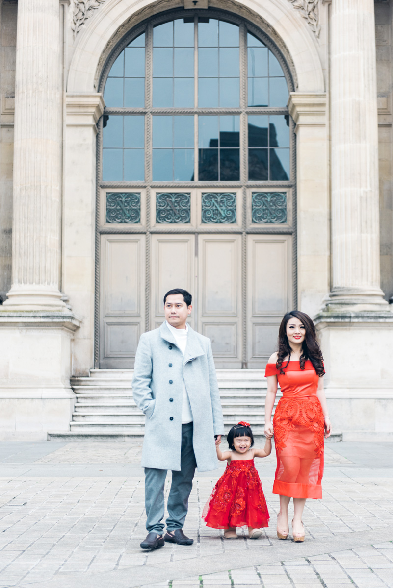 Paris-photographer-family-time-at-the-Louvre-museum-by-Tim-Moore.jpg