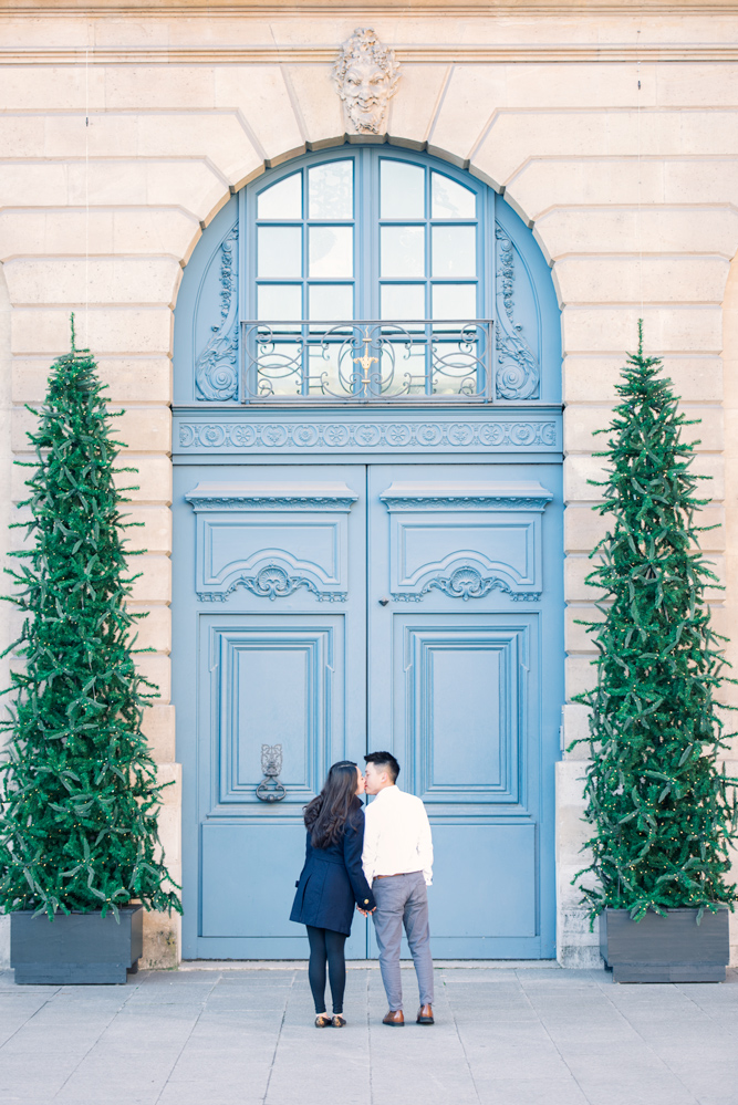 Paris-photographer-honey-moon-in-Paris-blue-door.jpg