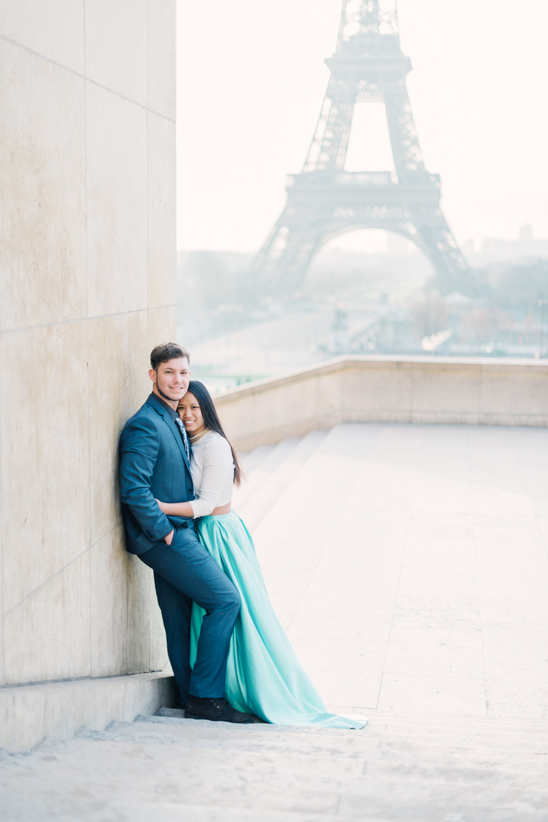 Photographer-in-Paris---Couples---hug-in-front-of-the-Eiffel-Tower.jpg