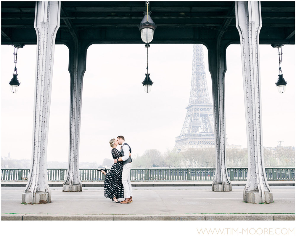 Paris Photographer - wedding photographers celebrating love in Paris with a photo shoot