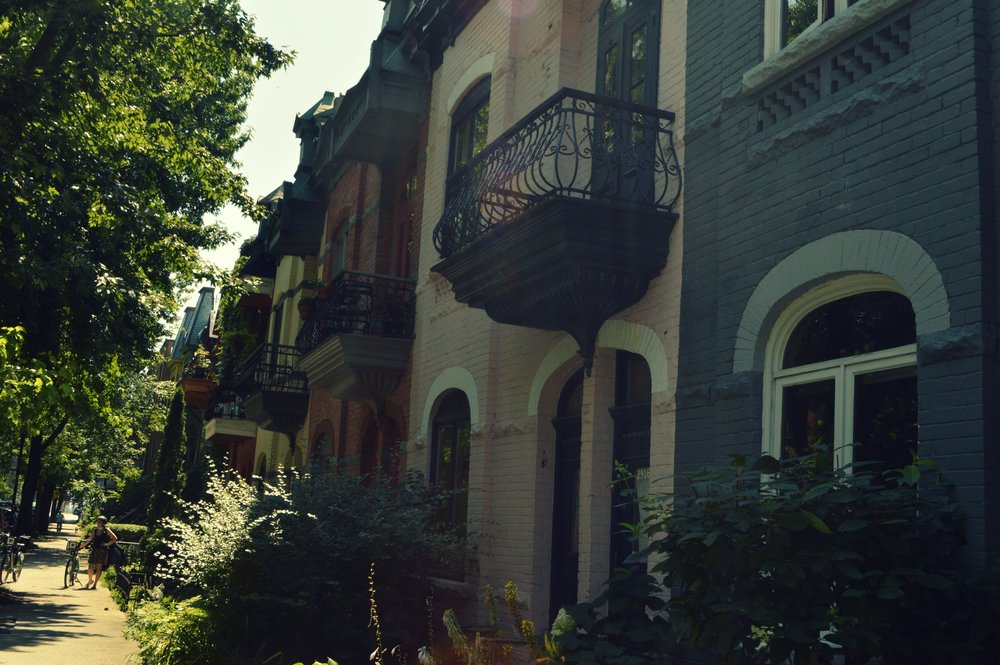 Most houses in the streets of MTL look a bit like these ones. Our Bixis in the left-hand corner.