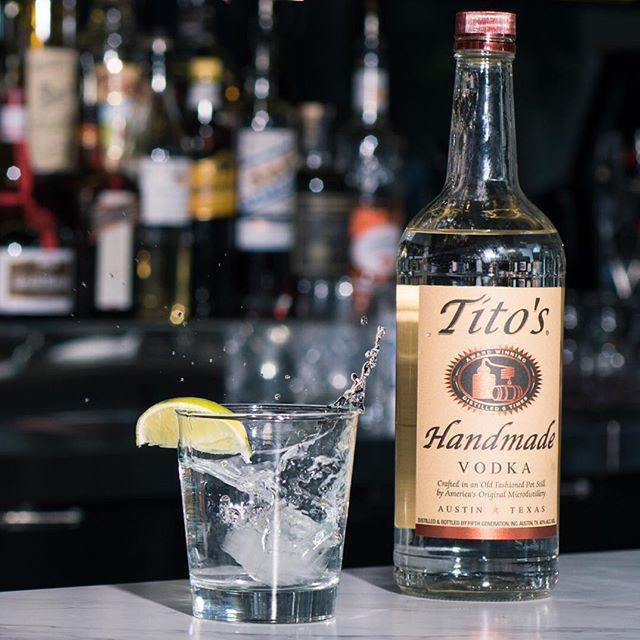 Splish splash 💦 . . . #cocktail #cocktails #cocktailhour #craft #crafted #craftedcocktails #instadrink #liquorgram #cocktailsocial #cheers #liquor #happyhour #drinks #mixology #dtsa #santaana #oc #orangecounty #titosvodka #cocktailphotography #photography #zeiss #eatchow #fastshutter #austin #austintx #texas