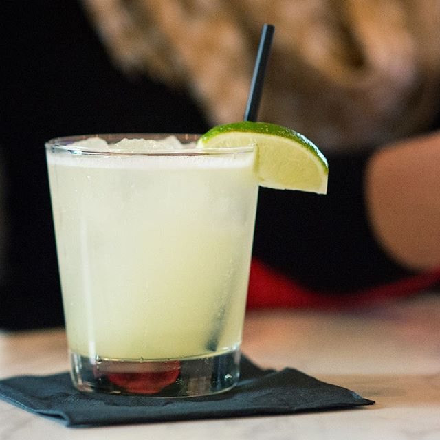 Thursday Happy Hour vibes 👌 . . #happyhour #santaana #dtsa #margarita #cocktails #cocktail #cocktailtime #cocktailhour #drinks #drinks🍹 #drinkswithfriends #drinkstagram #eatchow