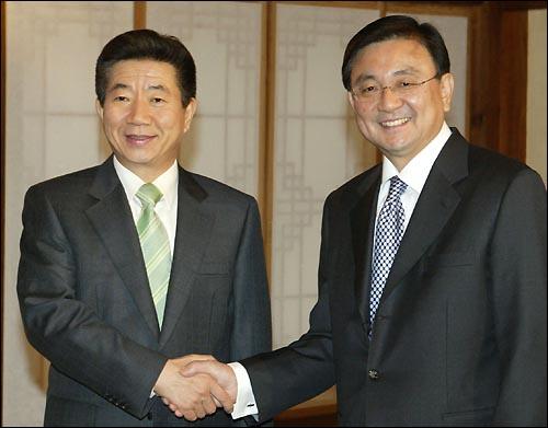 President Roh Moo-hyun and Chairman Hong Seok-hyun
