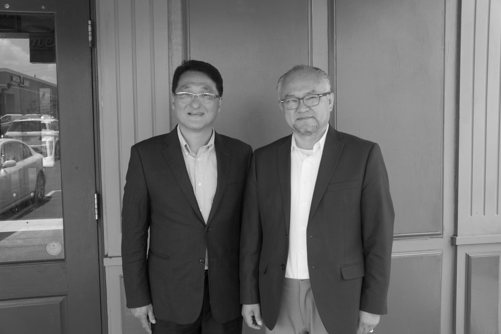 Vice-Chairman Moses Bang-seok Lee and Representative Lim, Sung-sik posing for a picture.