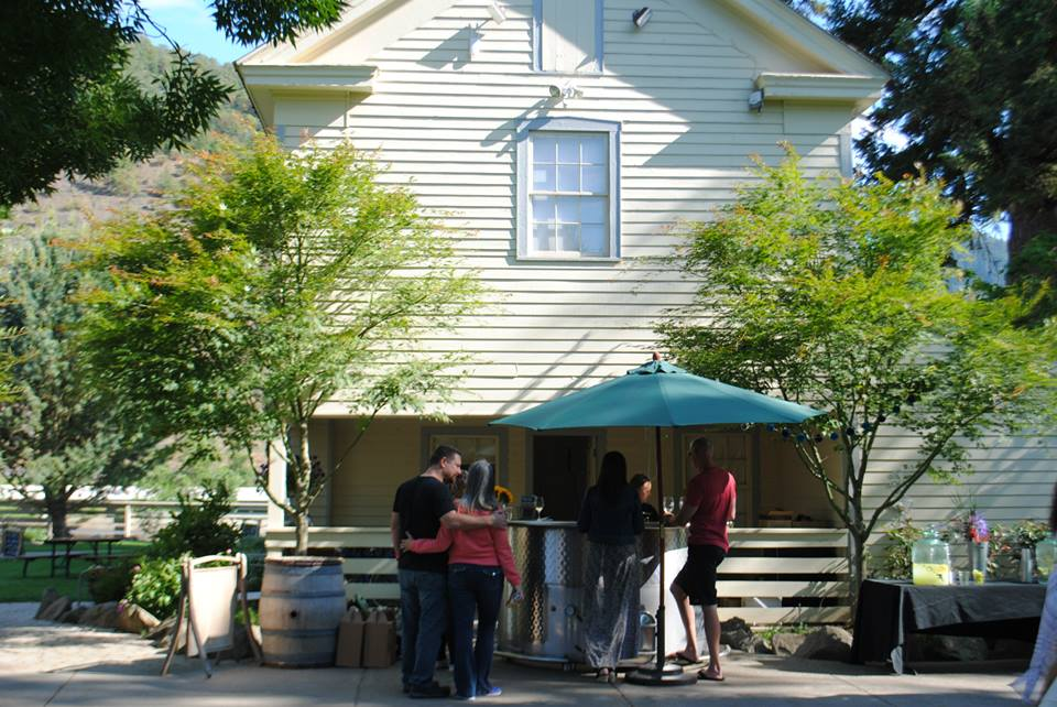 ROAM THE ROGUE - Seven Wineries, One Day - What to do in Southern Oregon - Things to do - Wine Tasting  - Upper Rogue Wine Trail - Del Rio Vineyards