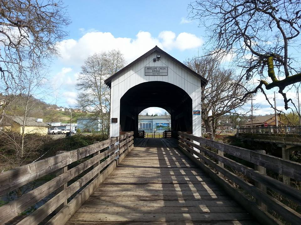 LITTLE BUTTE CREEK BRIDGE (Antelope Creek Bridge) - Eagle Point - What to do in Southern Oregon - Things to do - Events - Covered Bridge