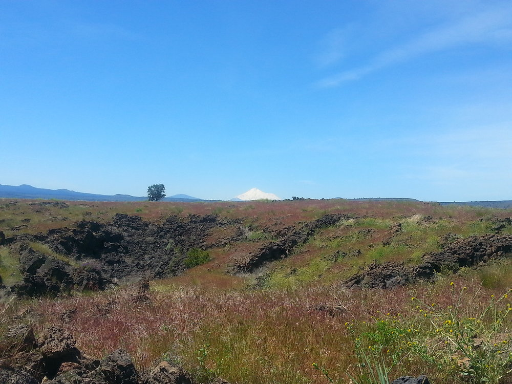LAVA BEDS NATIONAL MONUMENT - What to do in Southern Oregon- Things to do - Hiking - Caves - Kids