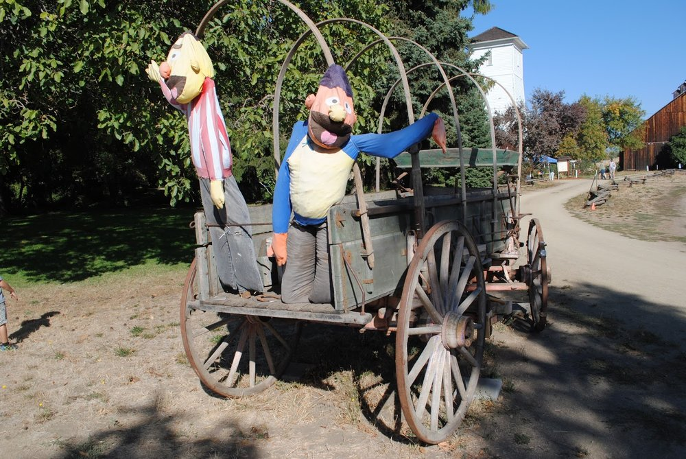 HANLEY FARM SCARECROW FESTIVAL - FALL - Pumpkin Painting - Kids - What to to do in Southern Oregon