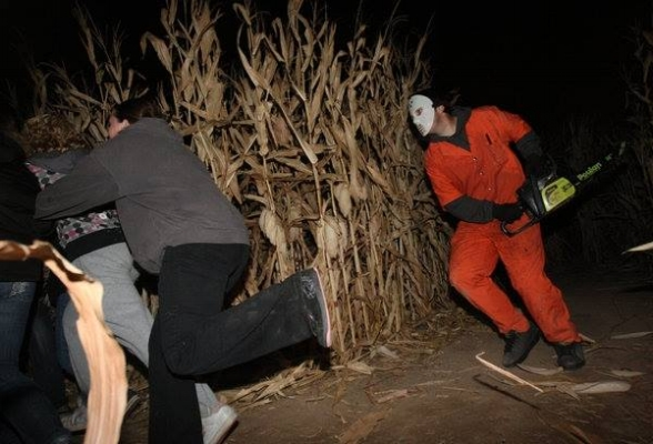 HAUNTED HOUSES & PLACES - Fort Vannoy Farms Haunted Corn Maze - Grants Pass, Oregon - Southern Oregon - What to do - Things to do -Fall - October.jpg