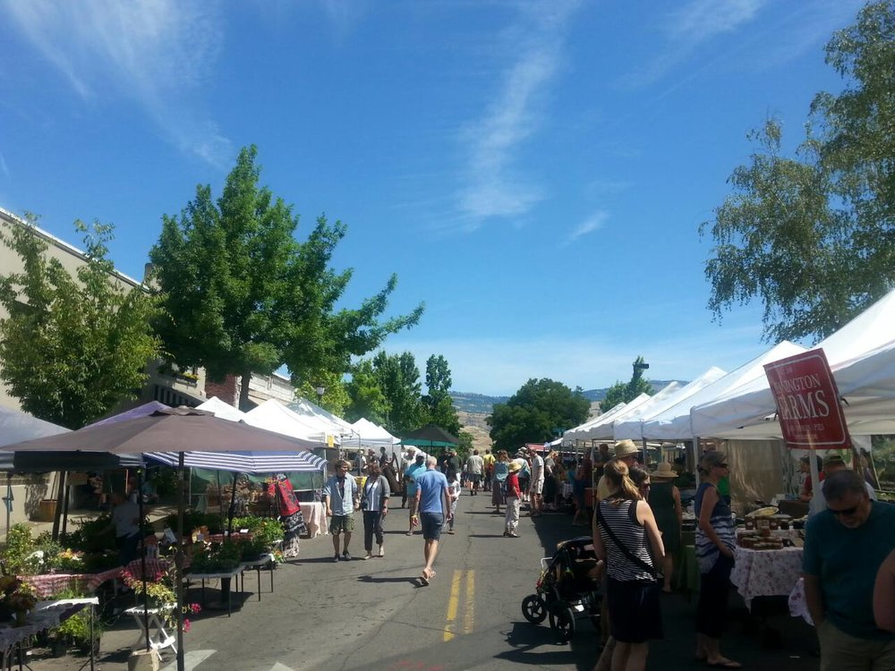 ROGUE VALLEY GROWERS MARKET - What to do in Southern Oregon.jpg