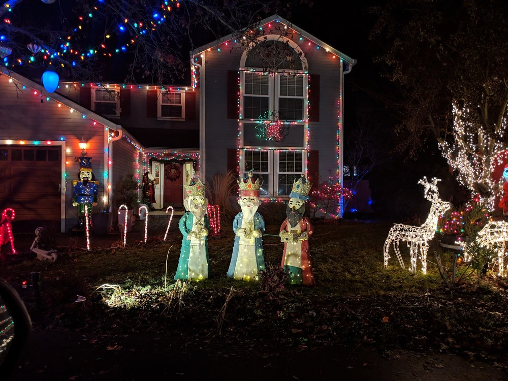 Seckel Ct, Medford - Best Christmas Lights in Medford - What to do in Southern Oregon