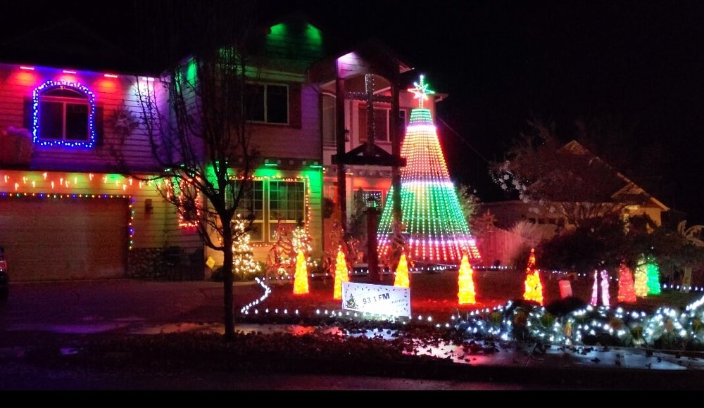 Deanjou Eagle Point - Best Christmas Lights in Medford - What to do in Southern Oregon