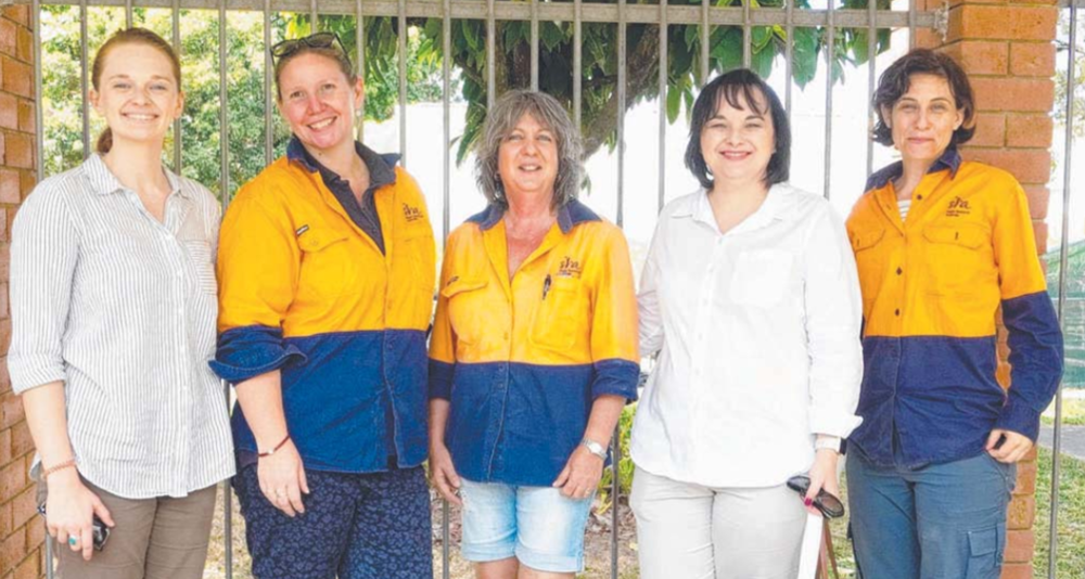 Toneya McIntosh, Felicity Atkin, Vivien Dunn, Barb Ghidella and Belinda Billing at the women's field day.