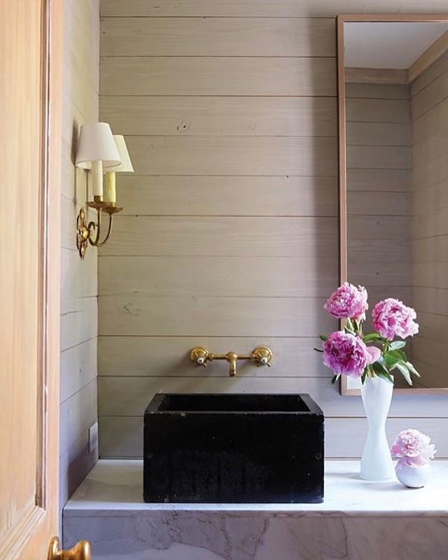 Powder Room perfection... An Italian sconce, paneled wood walls, paired with an English soapstone sink, and Calcutta gold marble. ✨ Design by @janwaredesigns | Captured by @jallsopp #TheDesignHunters #InteriorInspiration