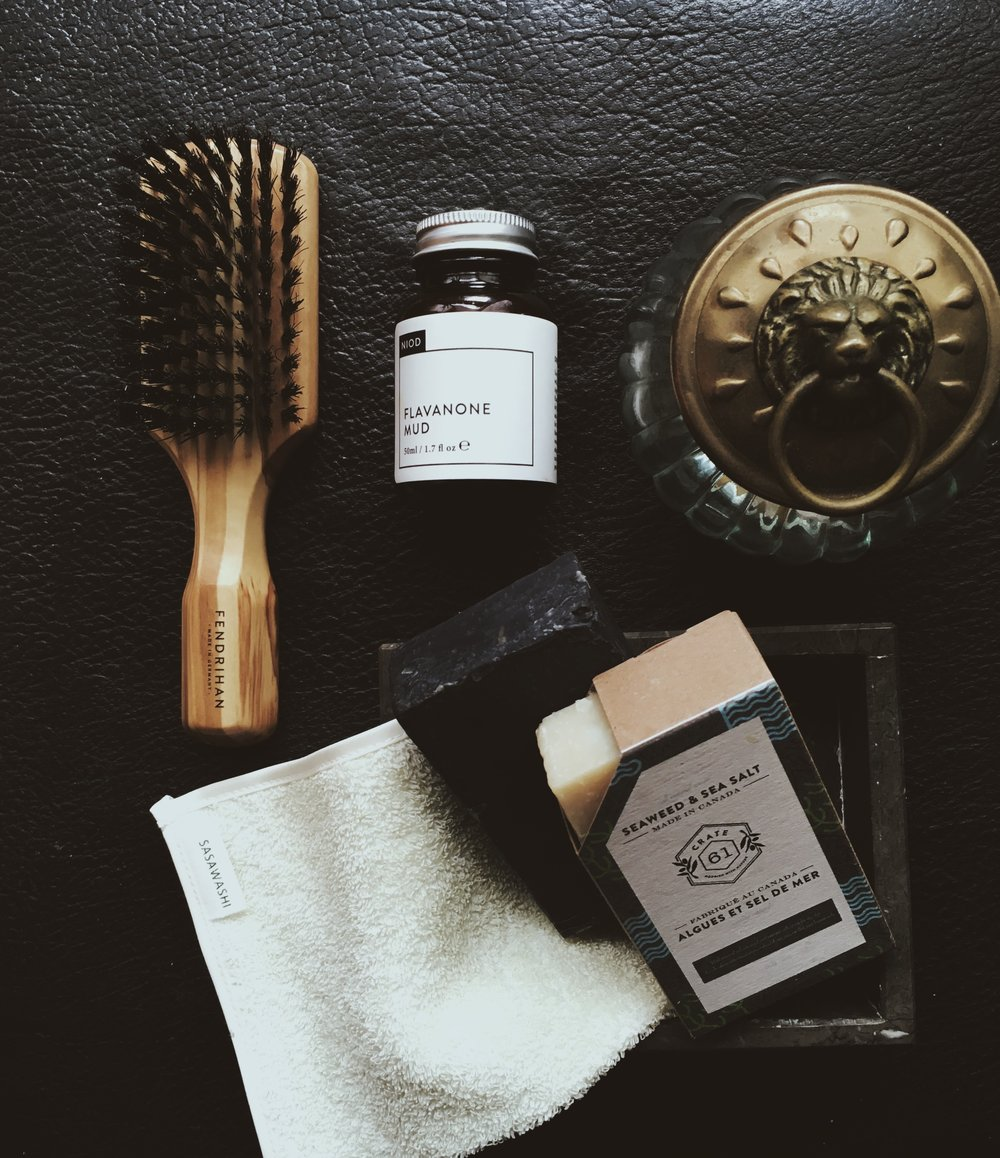 would you just LOOK at that stunning boar bristle brush? Is that beautiful grain olive wood? you bet your sweet ass it is!   Also featured: my favourite face mask from NIOD.