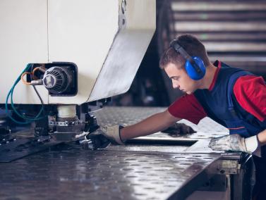 SkillCert-Small-Box-Image-Manufacturing-Apprenticeships.jpg