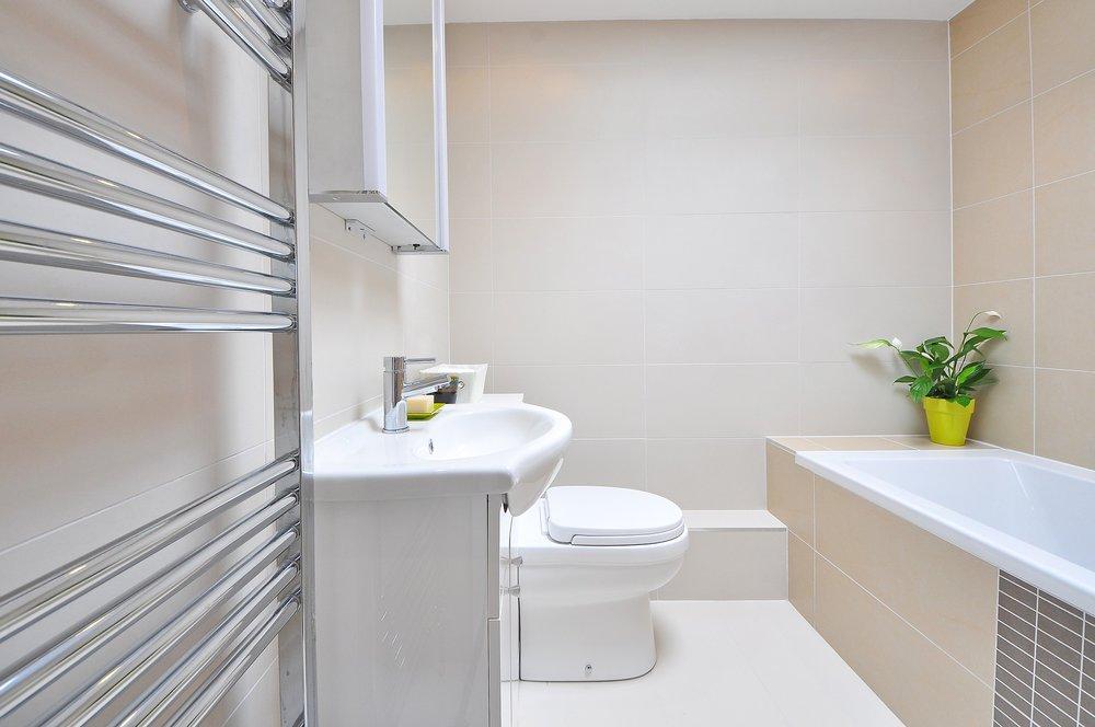 bathroom-1336164_1920.jpg