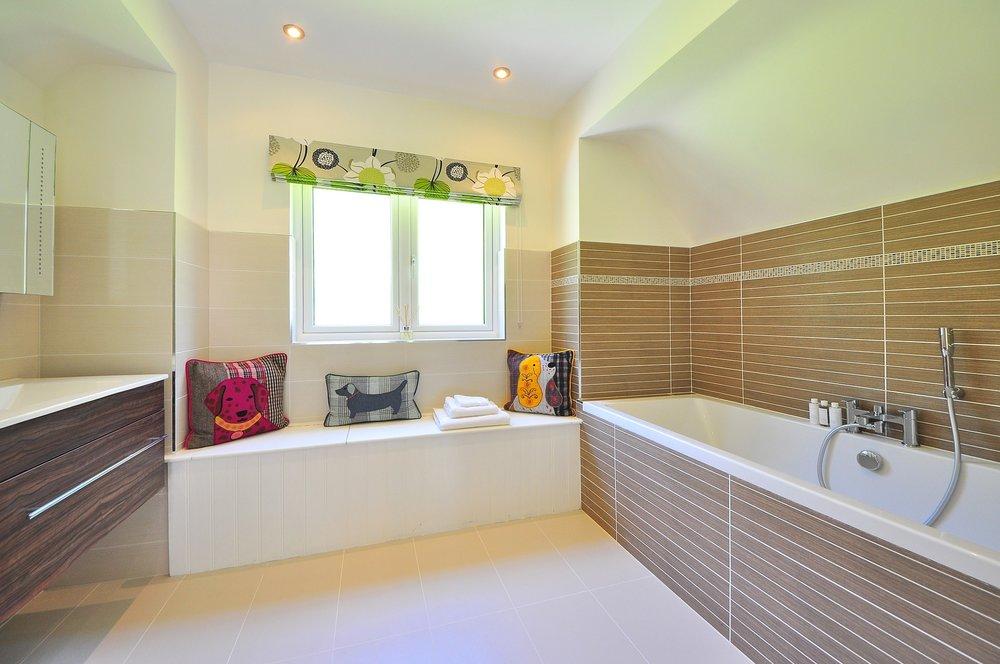 bathroom-1336162_1920.jpg