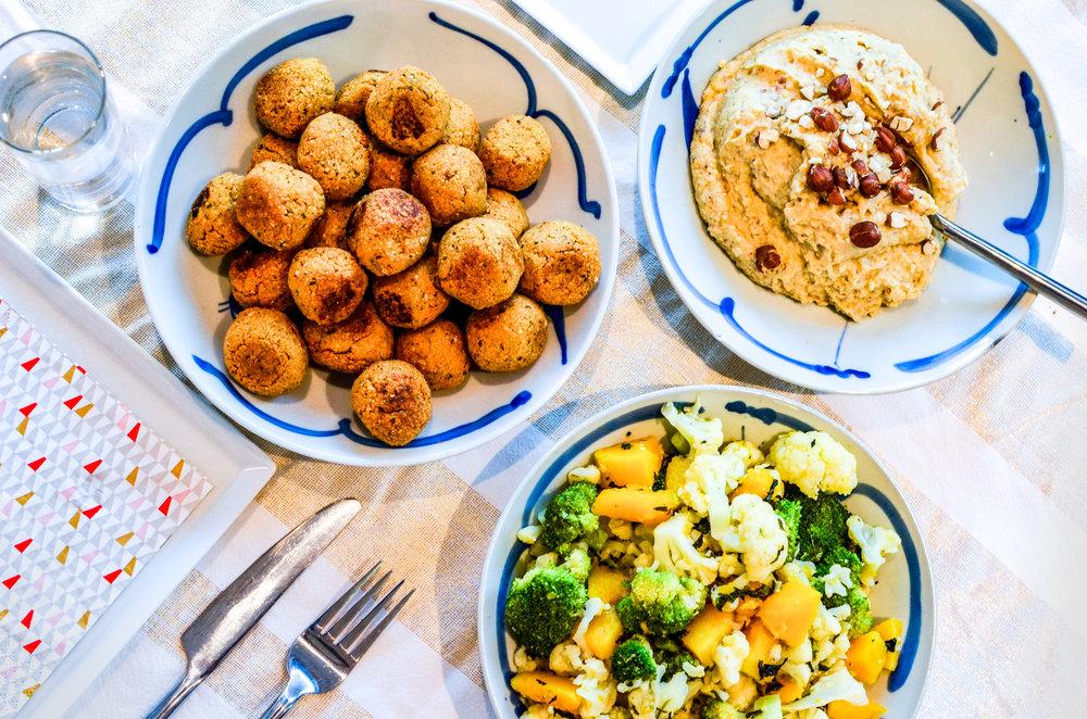 Meal 2 by Chef Simon: Houmous,Falafel & Légumes de saisons  (Pois chiches, Noisettes épluchées,Choux Fleur, Brocolis, Courge)