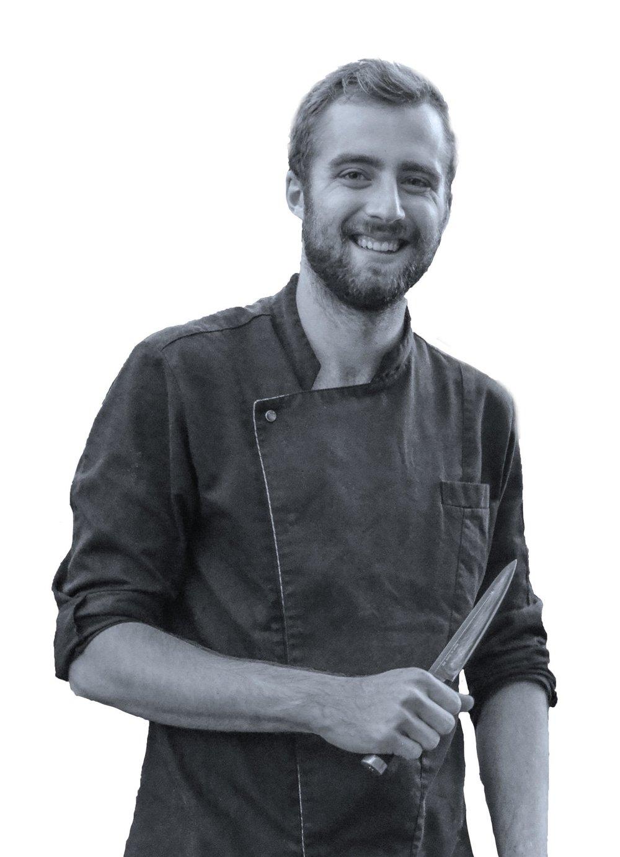 Chef Nathan   Nathan,21 ans, est chef à la Winery Brugmann.Diplôméde l école hôtelière de Namur, il aime particulièrement la cuisine gastronomique française,la pâtisserie et les produits du terroir.