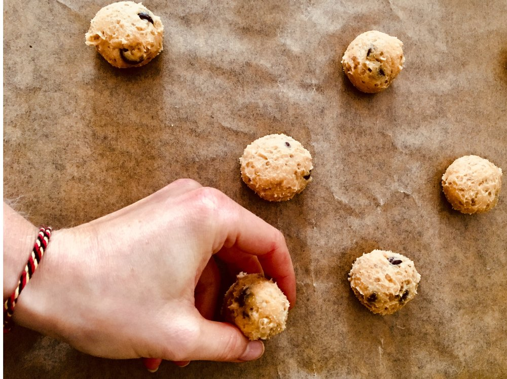 7. Make pasta balls and place them on a baking sheet with a baking sheet.  8. Bake for 15 minutes.