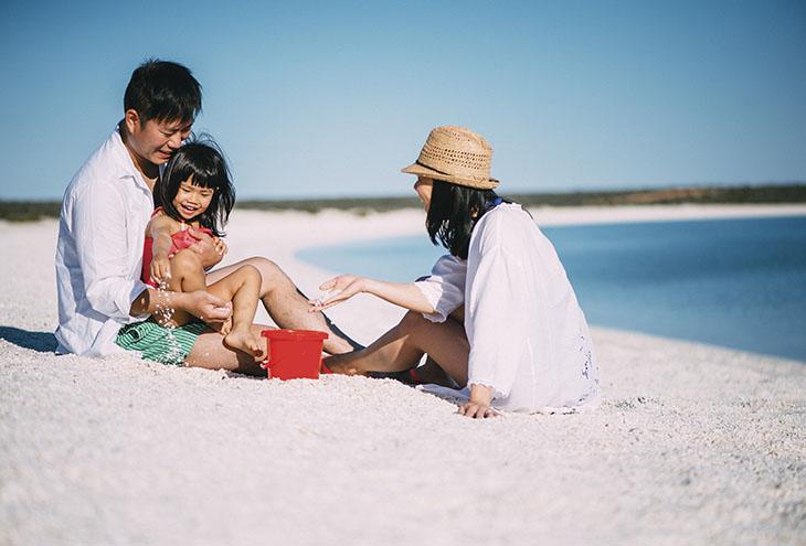 Chinese_family_beach_homepage.jpg