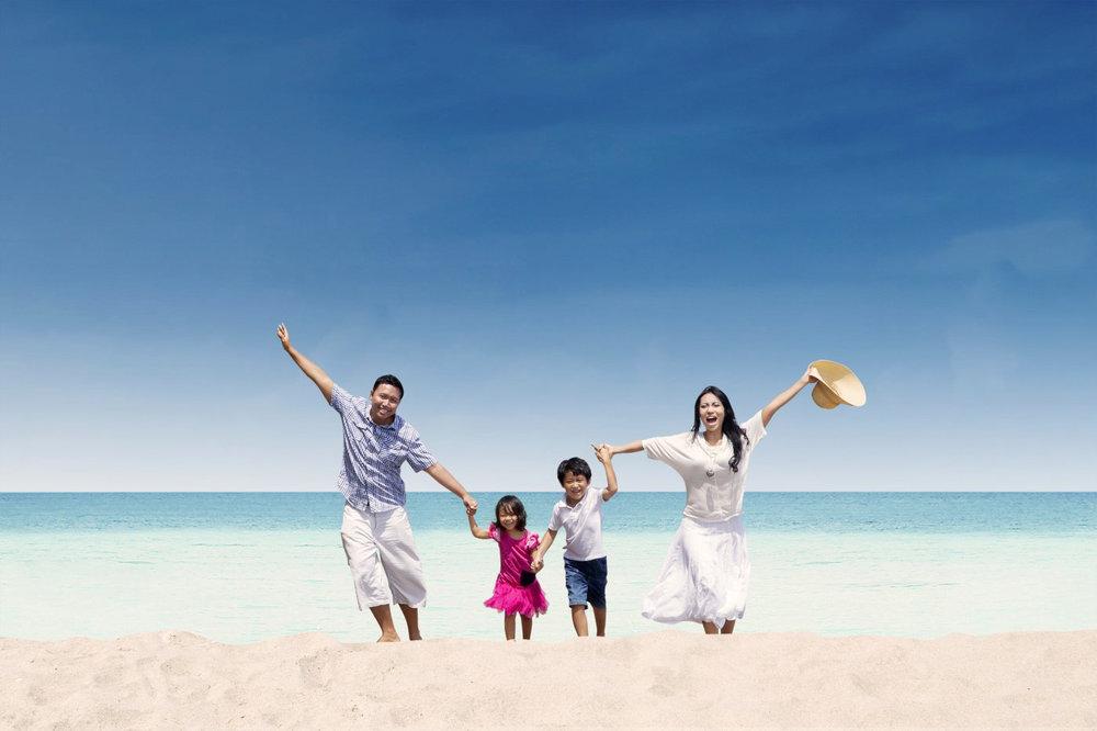 chinese-family-beach.jpg