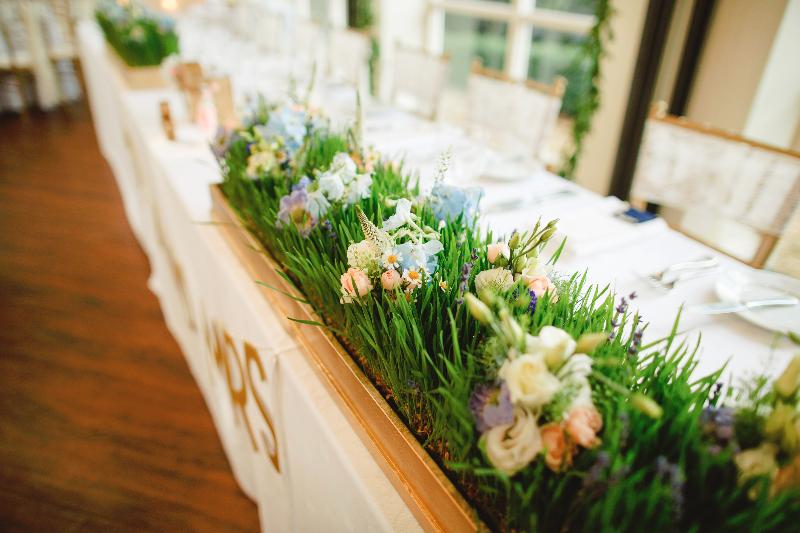 Top table flowers by Tineke
