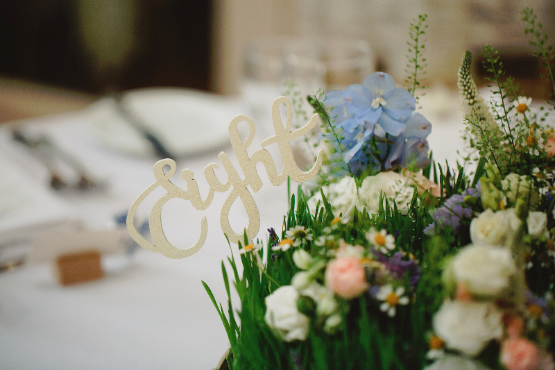 Derbyshire wedding florist Tineke creates a summer garden table styling with flowers.