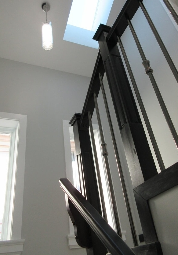 pic15+-+stairs+with+high+ceilings+and+huge+skylight.jpg