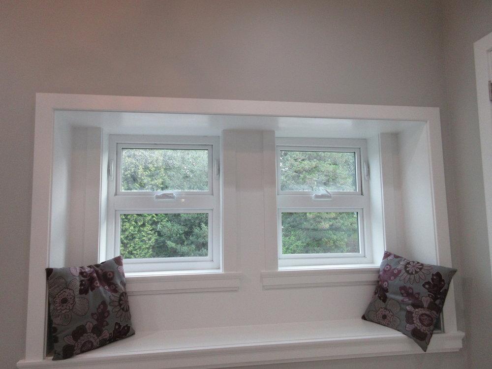 pic16 - enjoy the window seat in Master bedroom.JPG
