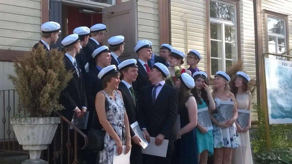 Matematiikkalinjan kevään 2016 lakkiaisista, yhdessä kohti korkeakouluopintoja.
