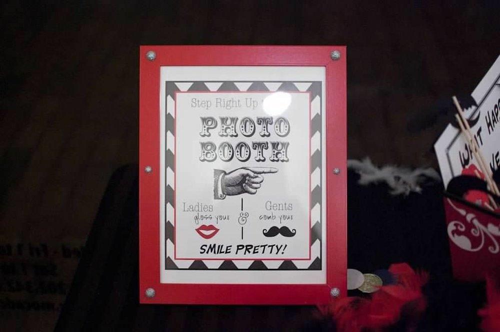 photoboothsign.jpg