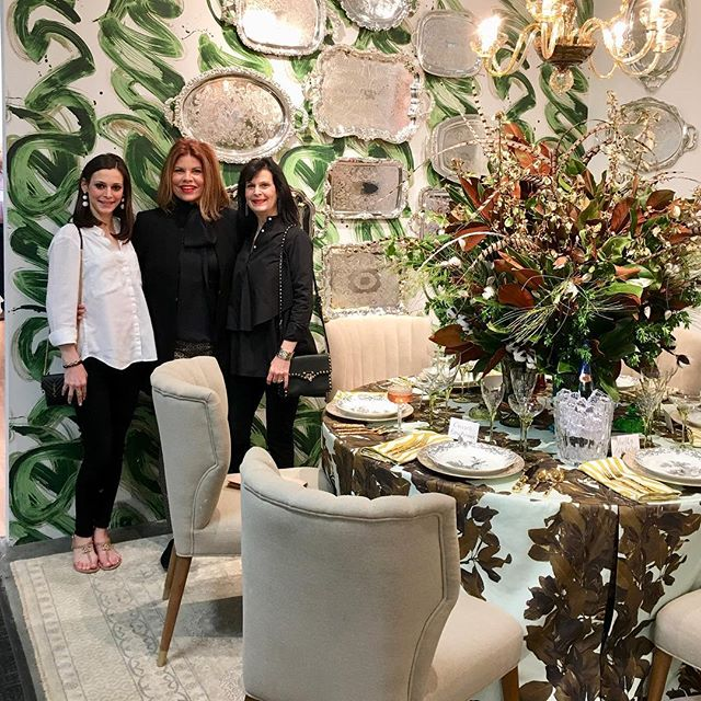 When your talented friend @denisemcgaha makes a vignette for @replacementsltd using some of her new wallpaper and fabric designs she created for @design_legacy you just have to celebrate  with her! #hpmkt #hpmkt2018 #wallpaper #fabric #belle #magnolia
