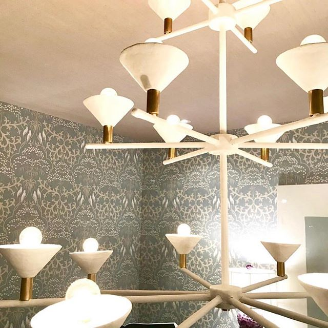 Cheers to @abodehome and #marytobiasmiller on their fabulous room in the @hamptondesignershowhouse featuring the custom plaster and brass #martini chandelier we created specially for this space! We loved this wonderful design collaboration! @traditionalhome #designcollaboration #goseethisgorgeousroom 🍸❤️🍸❤️🍸