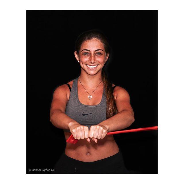 💪🏼💪🏼 .. #photography #portrait #photographer #statenisland #instapic #instaphoto #fitness #fitnessmotivation #fitnessmodel #portraitphotography #portraiture #pallofpress #theraband #ironborne #ironbornefitness