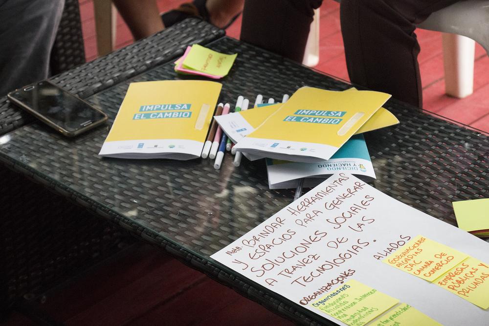 DICIENDO Y HACIENDO A través del uso de tecnologías, quienes hagan parte de la experiencia, buscarán contribuir a la solución de problemas tradicionales de manera colaborativa, creativa y participativa. Durante 2017, Diciendo y Haciendo adelantará actividades en Apartadó, Florencia, y Monteria.