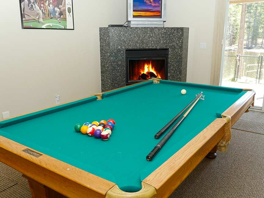 "Games<a href=""/area-of-your-site"">→</a><strong>These homes have billiard tables and other indoor activities</strong>"