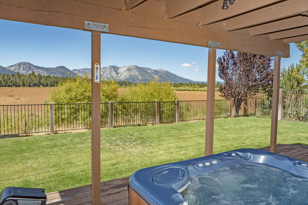 1746 Venice Drive, Tahoe Keys Bedrooms: 3 Sleeps: 10 Minimum: 5 nights