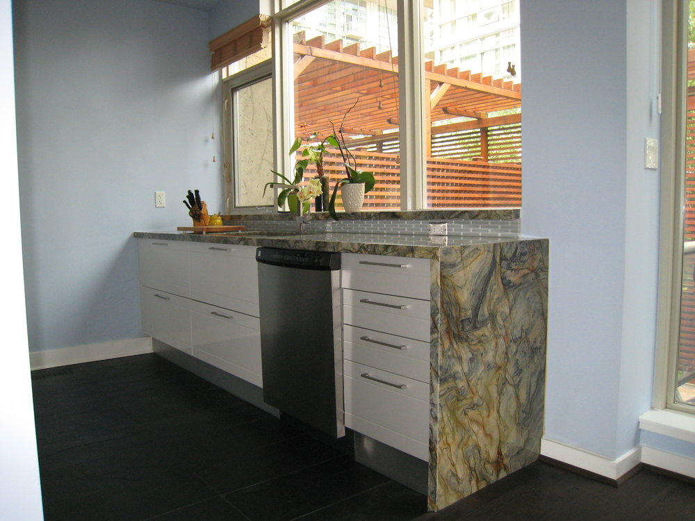 Kitchen 5 Pic 2.JPG