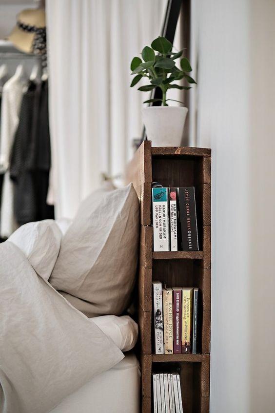 Bedhead doubled as bookshelf