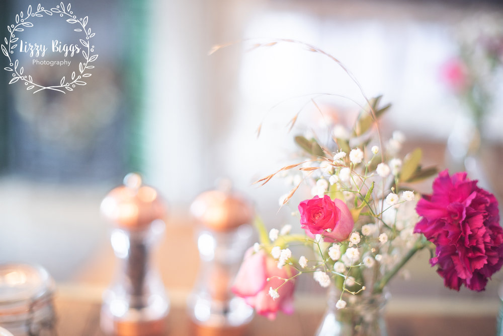 Lizzy_Biggs_Photography_Grass_Hopper_Cafe_Table_Top_Flowers_Salt_Pepper