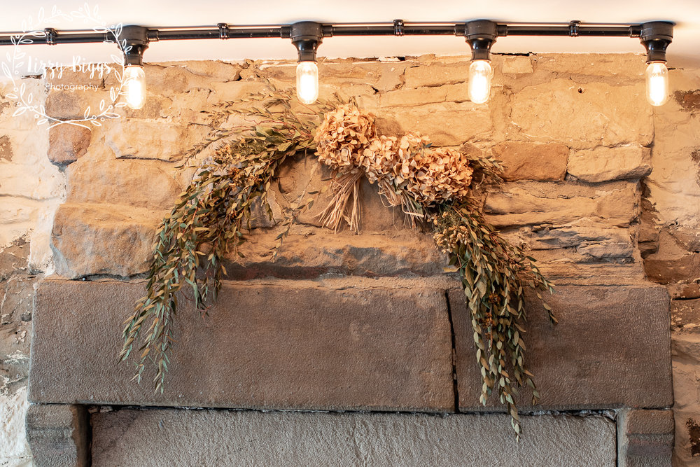 Lizzy_Biggs_Photography_Grass_Hopper_Cafe_Dried_Flowers
