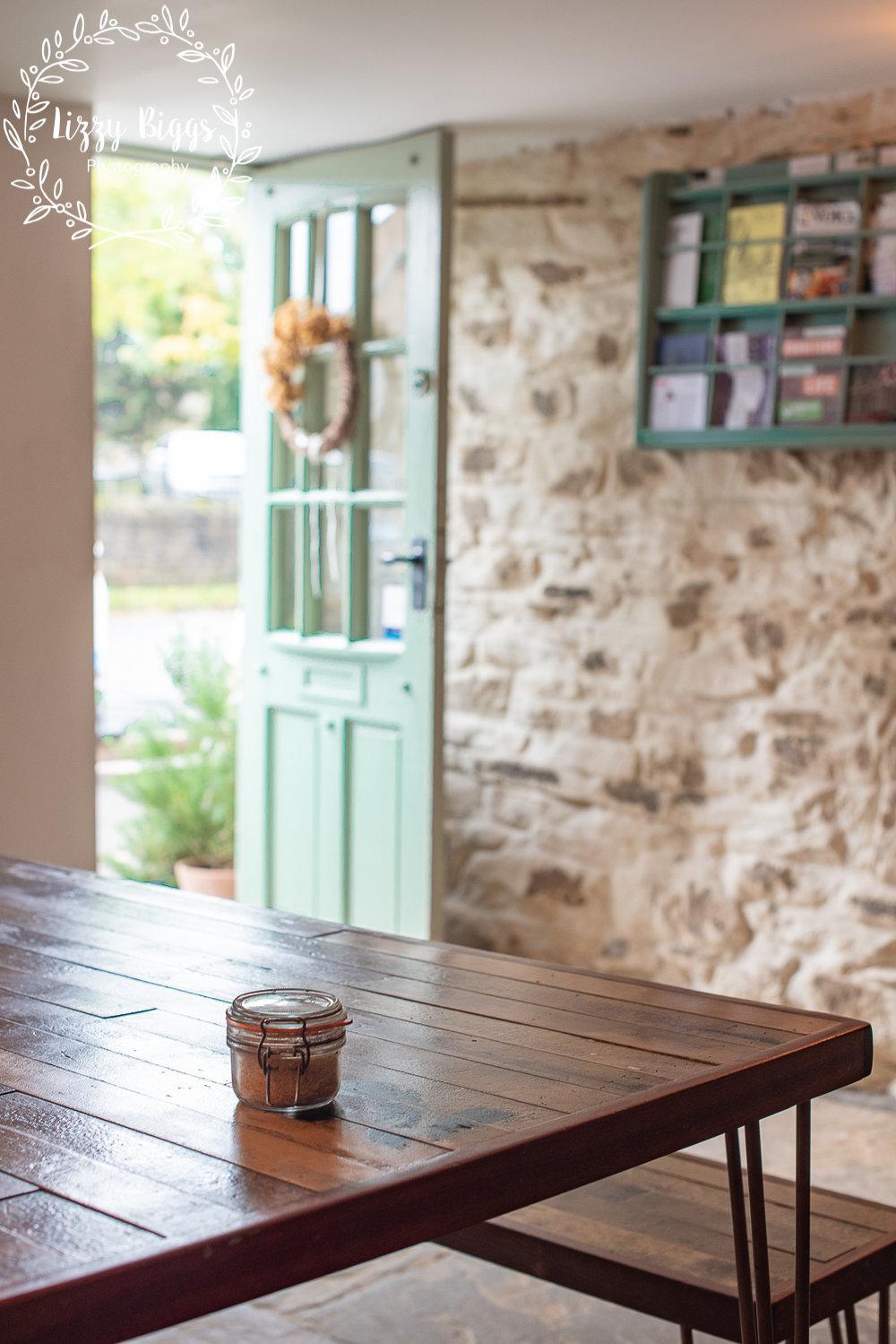 Lizzy_Biggs_Photography_Grass_Hopper_Cafe_open_door