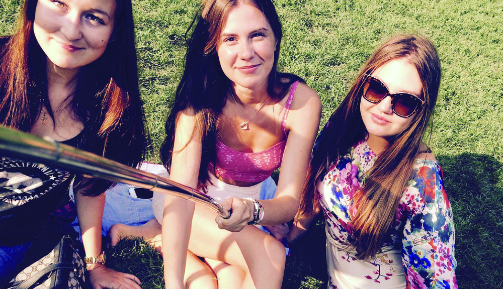 GIRLS WITH SELFIE STICK-01.jpg