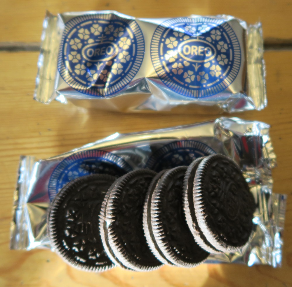 The regular Oreos come 4 to a little packet.