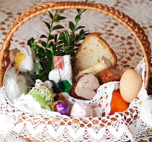 Cultural easter traditions in poland quilted twins when we were first here in poland on the saturday before easter i saw our neighbors put a basket into the trunk of their car and then drive off negle Choice Image